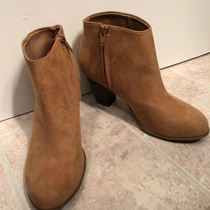 Old Navy faux suede women's tan booties